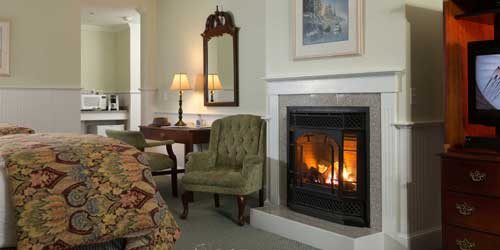 Fireplace Guest Room - Lord Camden Inn - Camden, ME