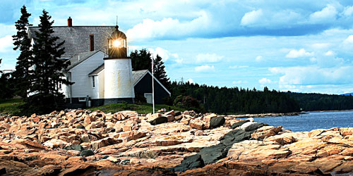 Winter-Harbor-Lighthouse-4200-credit-Maine-Office-of-Tourism