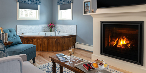 Mercantile Room Fireplace & Hottub - Captain Swift Inn - Camden, ME